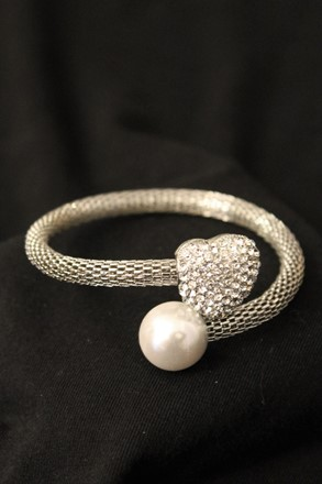 Diamond heart and Pearl Bangle Bracelet relu-271